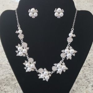 Jewelry - NWOT necklace & earring set